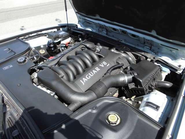 V8エンジンでとてもパワフルです。