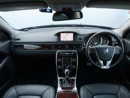 【2014年モデル】ブラックサファイヤのボディに黒革の内装の統一感あるV70をご紹介します!安全装備はもちろん、快適装備まで充実しております。内外装共に綺麗なV70を是非一度ご覧くださいませ♪