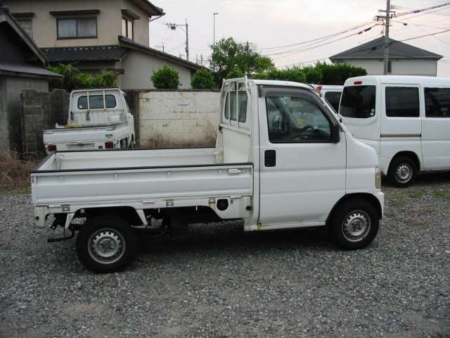 【九州運輸局長認証工場】 当店は、分解整備が出来る認証工場も完備!なので、安くてもしっかり整備して安心して乗って頂けます!