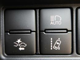 【セーフティセンス】 進路上の先行車や障害物などをミリ波レーダーで検出し、衝突する可能性が高いと判断した場合に警報やブレーキの制御により衝突回避を支援します。