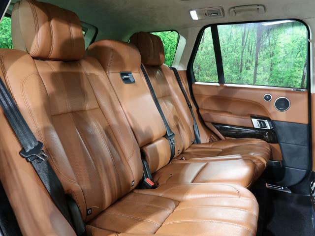ジャガーランドローバーの認定中古車は、「安心」が標準装備です。さらなる安心のため、走行距離無制限の2年保証が標準でついてきます。詳しくは担当営業よりご説明させていただきます。