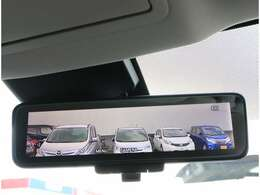 【インテリジェント ルームミラー】車両後方のカメラ映像をミラー面に映し出すので、車内の状況や、天候などに影響されずクリアな後方視界が得られます!