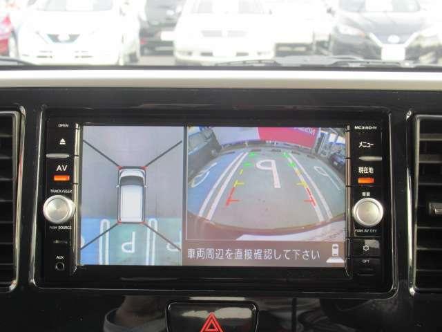 【アラウンドビューモニター】クルマの真上から見ているかのような映像によって、周囲の状況を知ることで、駐車を容易に行うための支援技術です。