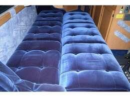 ベッド展開も簡単に行えます!ベッド寸法は180cm×120cmとなっております!