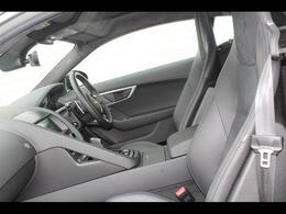 ジャガーは、シートに座るだけで五感を刺激する車です。