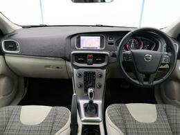 デモカーUP!V40 T3 タックエディションが入庫いたしました!内外装の状態も良好の一台です!バックカメラやシートヒータークルーズコントロール機能など快適機能が標準装備!ぜひご覧ください!