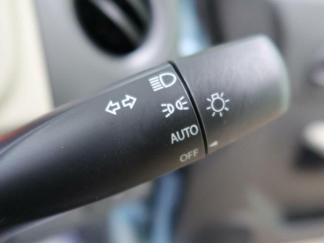 【オートライトシステム】車外の環境に合わせてライトを点灯します☆トンネル入り口では瞬時に点灯するなど、点灯、消灯を車外の明るさに応じて行います☆