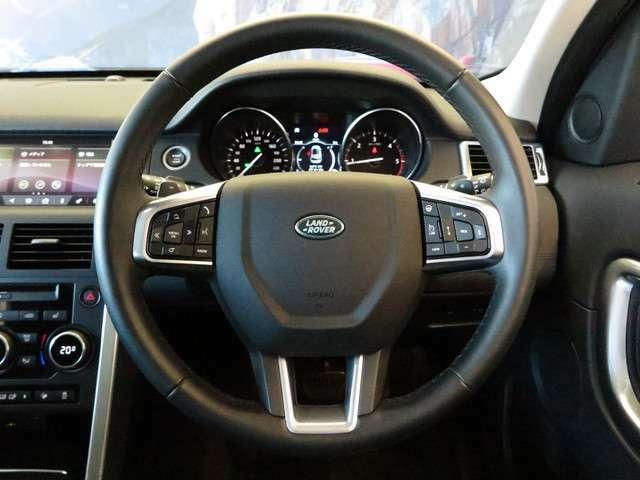 ステアリングホイールヒーター(40,000円)「運転中の手を温め、快適なドライブをアシストしてくれます。」