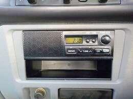 AM/FMラジオ(スピーカー付)です。スピーカー内蔵型で操作しやすいAM/FMラジオ。さらにデッキを外して、プラス78000円でこのスペースに綺麗に収まるナビを付けることも可能です。