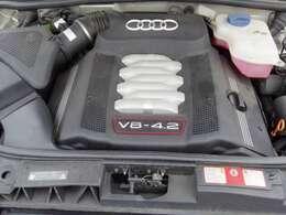 4.2L V8エンジンは340馬力(カタログ値)。コンディションは良好です。