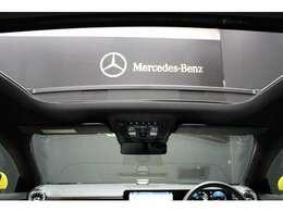 パノラミックルーフで明るい車内と開放感あるドライブをお楽しみいただけます。パノラミックスライディングルーフ:170,000円