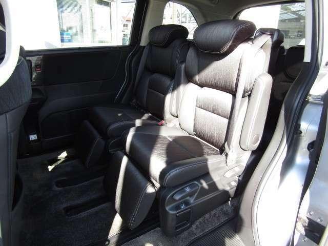 助手席側から2列目シートの画像です。プレミアムクレードルシートです。