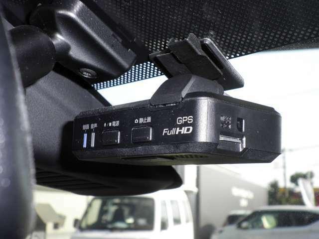 ドライブレコーダー、高速での走行時夜間、もしもの事故の瞬間などしっかりと録画され、鮮明な画像で細部まで確認できます。