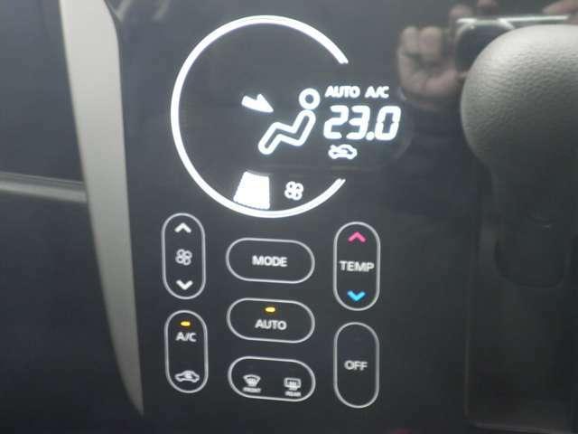 タッチパネルのオートエアコン、大変見やすくお掃除も楽々です!