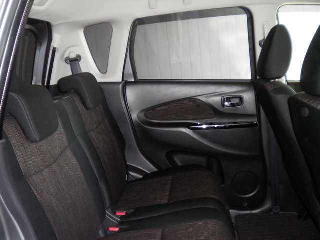 ★リヤシートはとてもリラックスできる空間です。足元広々セカンドシート