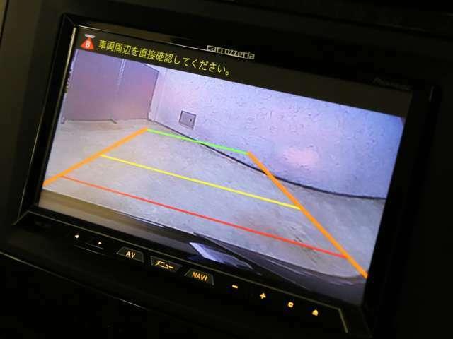 駐車時に大変便利なバックカメラを搭載!パークトロニックと併用することで、苦手な方でも安全に駐車が可能です!
