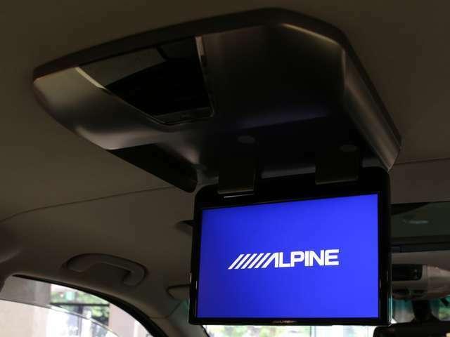 もはやミニバンには必須アイテムとなったリアモニターを装備!前席はナビ、後席はTVなど、シチュエーションに合わせてお使いいただけます!