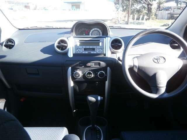 純正CD♪オートエアコンですので車内を一定の温度に保て快適です♪