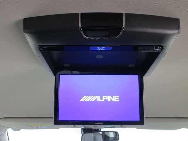 アルパイン製10.1インチ後席モニターを装備しております。