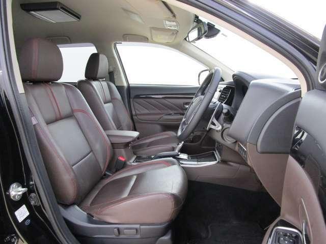 ゆったりとしたフロントシートです。運転席パワーシート。