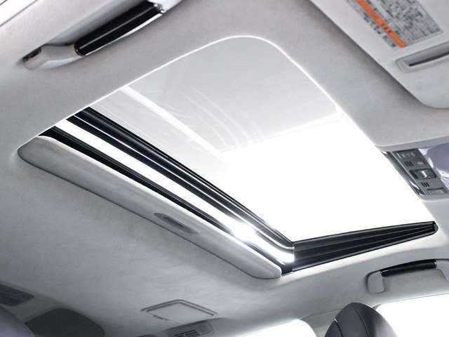 サンルーフ搭載!!フルオープンやチルトアップも可能!!ドライブをさらに快適にしてくれる装備の一つです!!