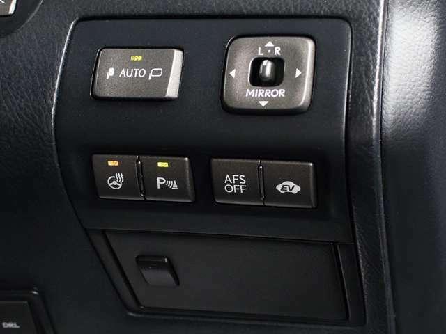 クリアランスソナー装着車輌!狭い道など悪条件の道でも大事なお車から音&マルチ画面にて障害物の接近を知らせてくれます!ドライバーの任意でON・OFFができます!人気の装備です!