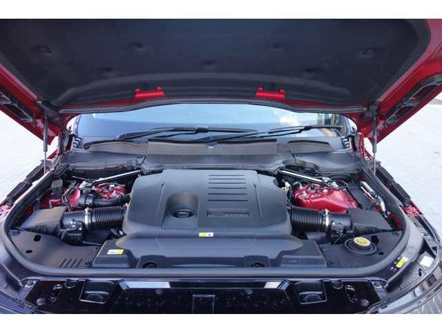卓越したパフォーマンスと高効率を実現する3リッターガソリンエンジン。