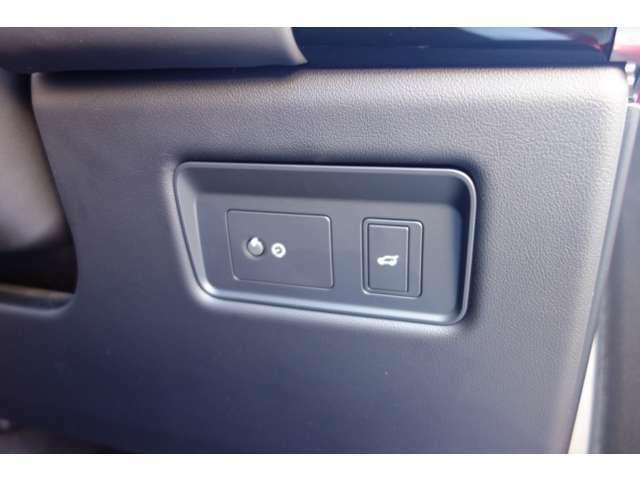 ドライバーシートから、テールゲートを開けることが出来ます。