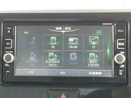 日産純正メモリーナビが付いています。地デジフルセグTV・ブルートゥース接続・DVDビデオ再生・SDカードを挿入時に音楽録音が可能です。