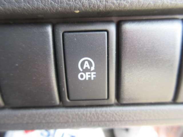 信号機等で止まるとエンジンもオートで停止するアイドリングストップ。燃費向上に貢献。