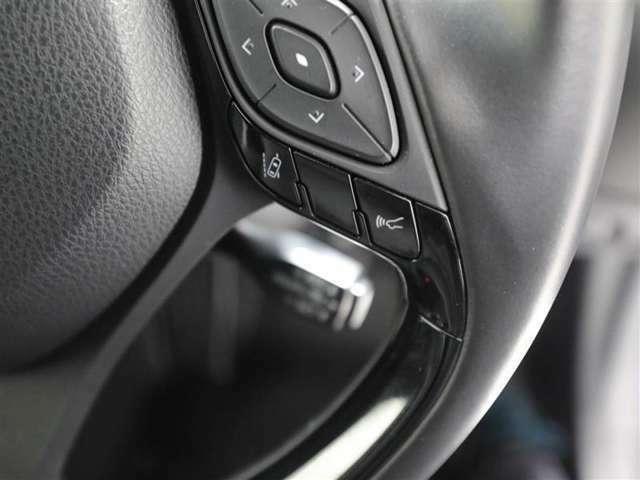 衝突回避支援システムが装備♪各操作スイッチなどもハンドルから手を放すことなく操作可能で安全運転に支援いたします!