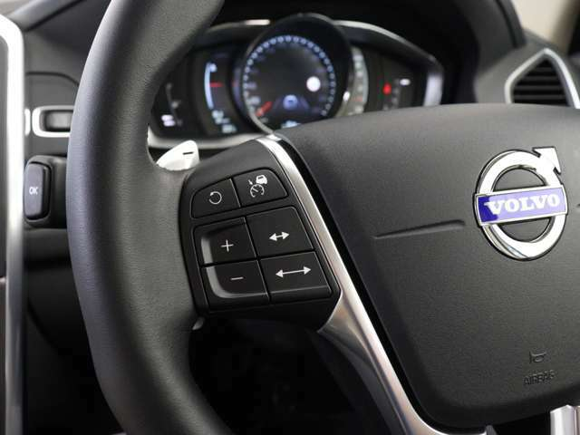 設定した速度と前走車との車間距離を維持する全車速追従機能付 ACC(アダプティブ・クルーズ・コントロール)は、リラックスした状態で運転できるよう、ドライバーを支援するシステムです。