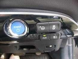 エマージェンシーブレーキ付いてます。マルチセンシングフロントカメラが、前方の車両や歩行者を検知し、衝突する危険性があるとシステムが判断したときに、警告灯とブザー音で注意喚起します。