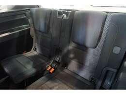 専用パブリックシートは、低走行車らしい、とても清潔感のあるシートで、シミや切れ・破れなどありません。気になるようなスレもなく、シート表皮の毛先が荒れた感じなどもありません。