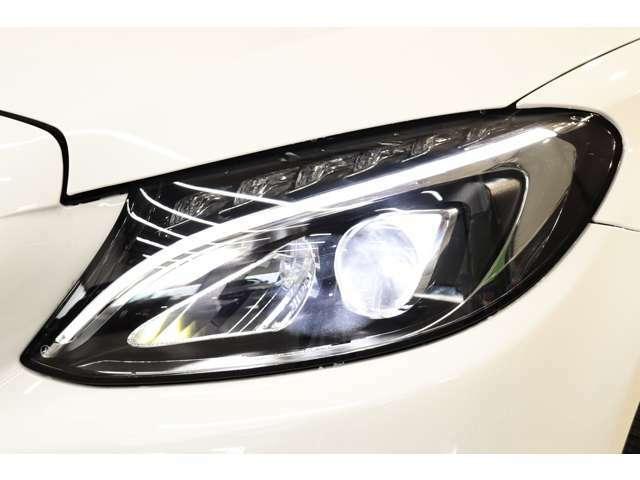 視認性に優れたLEDハイパフォーマンスヘッドライトを搭載!運転者様の夜間走行をサポート致します!!