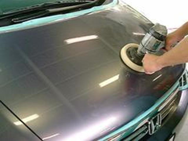 Bプラン画像:愛車を長く美しい状態に保つためにも是非ガラスコーティングをお勧めします。ご納車時の磨き作業の際に通常コーティングよりもさらに上を行くガラスコーティングを施工いたします。メンテナンスキットも付属!