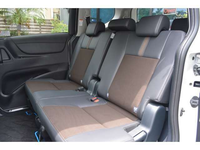 ■2列目のシートも広々としており、快適にドライブをお楽しみいただけます。