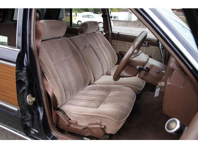 フロントベンチシート&コラムシフト♪ボディカラーと内装色がマッチしてかっこいい1台です!