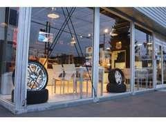 カフェのような居心地の良い空間作りを目指しております。只今店内改装中です!!