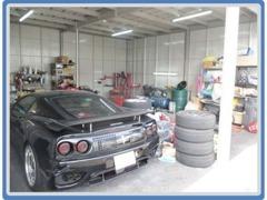 当店は専属整備士もおります!車検・メンテナンスから板金塗装、カスタマイズなど幅広く対応させていただきます!