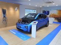 BMW i 販売店としてi3のデモスペースもございます。