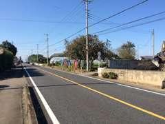 藤岡方面から国道254号を来て、セブンイレブン藤岡白石店の300m先の右側に登り旗と小さな看板あります!