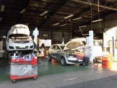 納車後も安心してお乗りいただくために国が認める民間車検場(指定整備工場)と提携し納車時に点検・整備を実施しております。
