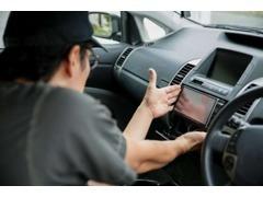 万が一に備えて、お客様に最適な自動車保険を提案します。保険販売資格を持ったスタッフが常駐。新規契約も、見直しも歓迎です!