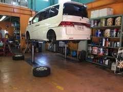 弊社の法定点検業務は委託先の指定工場による納車前法定点検を全車に実施しておりますので安心してご購入頂けます。