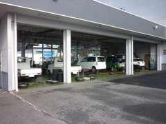 サービス工場も併設。買った後も充実したサービスが満載です。