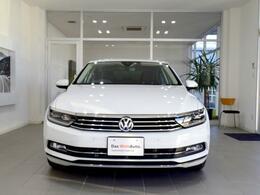 Volkswagenのアイデンティティを表現する水平基調のフロントグリル。