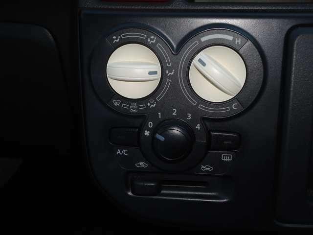 エアコン装備で室温調整も楽々です。快適な室温を素早く調整可能です。あなたのドライブを快適にします。