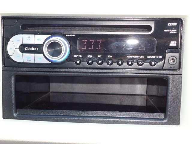 オーディオはCD、AM・FMラジオ付き。お好みのBGMで、ドライブをお楽しみ下さい。