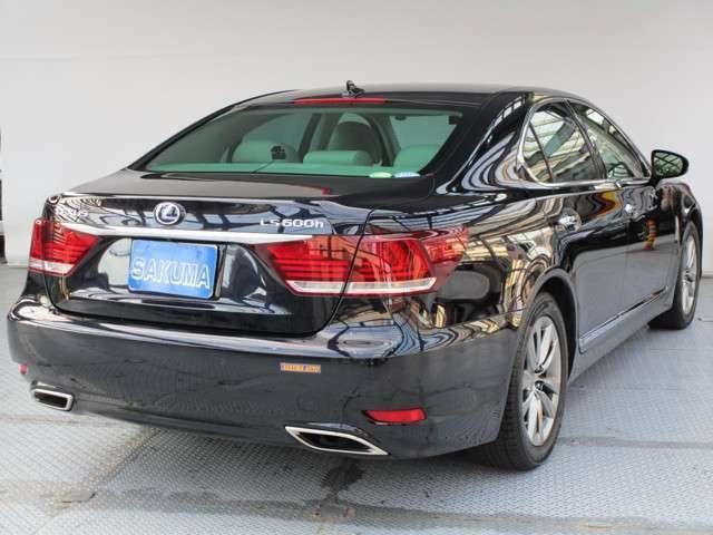 新車は国内全メーカーを取り扱っております。中古車は高級車からファミリーカーまで幅広く取り揃えており、常時在庫車が50台以上!